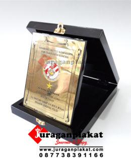 PLAKAT KAYU K13